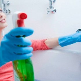 Jak skutecznie wyczyścić łazienkę? Zbiór cennych porad!