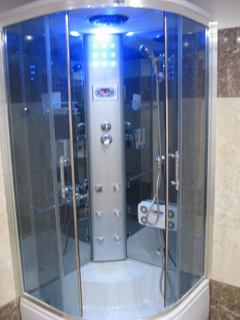 Łazienka, Aranżacja łazienki w garażu - kabina z masażem - hydromasażem
