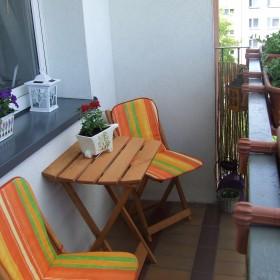 Blokowiskowo-betonowy balkon....