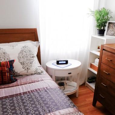 Sypialnia moich rodzicow.  Pomagam im w dekorowaniu. Zmieniamy praktycznie wszystko.  Jeszcze trzeba kupic lampki, lampe sufitowwa. Narzuta nowa juz jest ale jeszcze nie polozona.