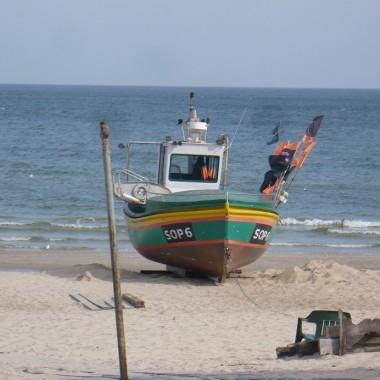 ................i kuter na plaży..................