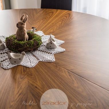 Fornirowany okrągły stół