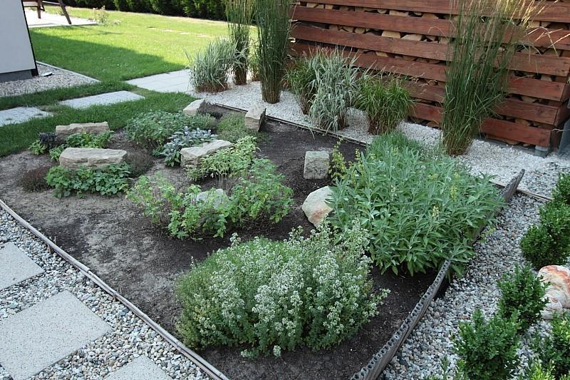 Pozostałe, Ogródek ziołowy - Tak ogródek ziołowy wygląda aktualnie, już po małych pracach tj podcinaniu.