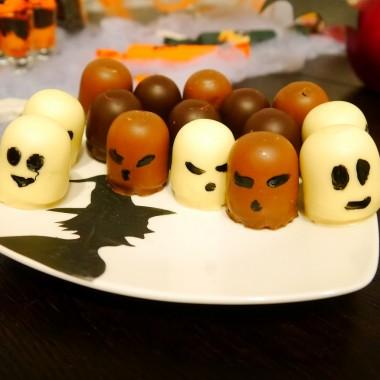 My jesteśmy straszne zmory,Bardzo groźne z nas upiory,Jeśli nie chcesz się nas bać,Musisz nam cukierka dać.