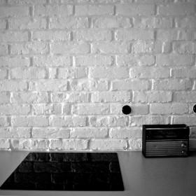 Stare białe cegły w kuchni