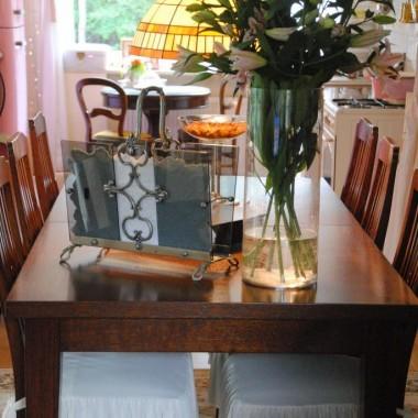 świeże lilie na stole wprawiają mnie w doskonały nastrój :)