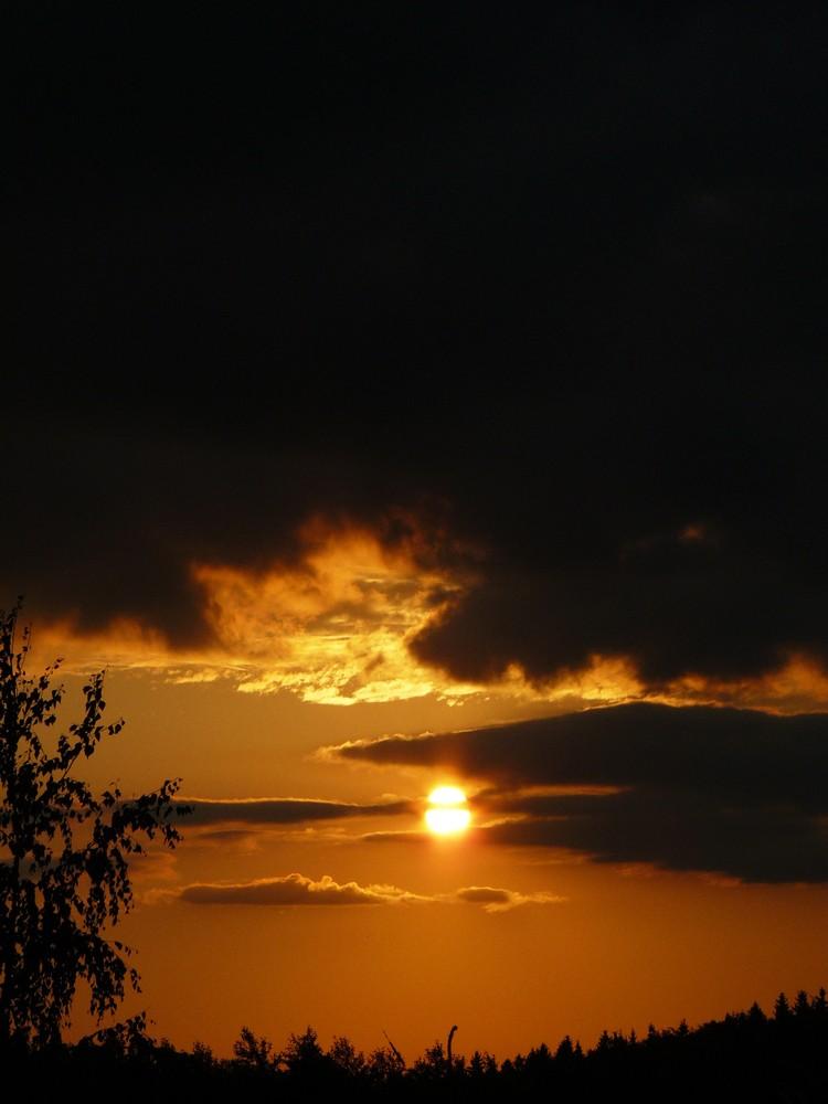 Realizacje, Widoki z Wonnego Wzgórza - pięknie zachodzi co wieczór i maluje nam cudowne pomarańczowe światła na ścianach i szybach w domu