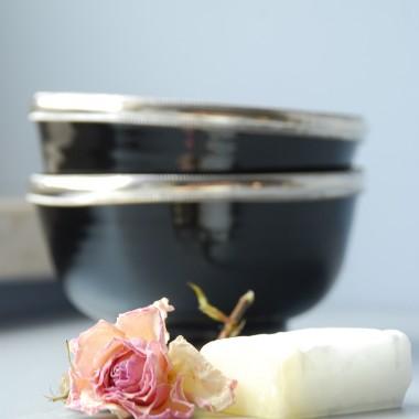 marokańskie miseczki i perfumy w kostce pachnące jaśminem