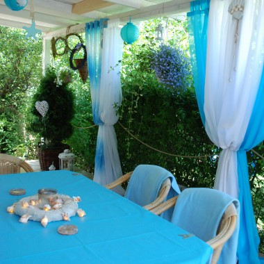 Zapraszam na nasz taras, który sprawia, że każdego dnia czujemy sie jak na wakacjach. I na sielskidomekwdolinie.blogspot.com gdzie znajdziecie więcej zdjęć. Pozdrawiam i życzę Wszystkim słonecznych i pięknych wakacji &#x3B;-) Monika