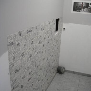 tapetowanie WC