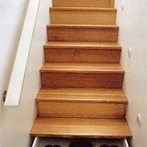 Szuflady w schodach