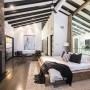 Domy sław, DJ Calvin Harris sprzedał dom w Los Angeles - Posiadłość została wyposażona w system smart-home, który umożliwia zdalnie nim zarządzanie, z własnego smartfona. Przez ostatnie kilka lat Harris wynajmował całą posiadłość. Ostatecznie jednak zdecydował się ją sprzedać. Nabywcą został Stephen Garden, przedsiębiorca z branży IT.  IMP FEATURES/East News