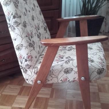 Stare fotele babci zostały odnowione.  Wyczyszczony i pomalowany stelaż, zmieniona tapicerka i fotel nie ten sam.Jestem bardzo zadowolona.