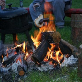 Płonie ognisko i ...