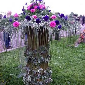 Plenerowa wystawa florystyczna i prezentacja bukietów ślubnych