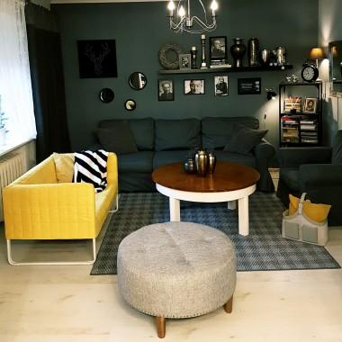Po Waszych sugestiach zmieniłam ławeczkę na małą sofę, którą wytargałam z altanki. Jednak jest to mebel zastępczy, po głowie chodzi mi coś innego. Pozdrawiam