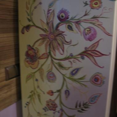 Dziesiejsza praca, efekt przemiłego popołudnia u moich znajomych. Malowałam ręcznie, technika:akryl.Pozdrawiam wszystkich:)www.stella-concept.pl