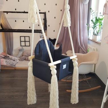 Huśtawka pokojowa dla dzieci Wykonana z naturalnych materiałów dla małych i większych dzieci do 18 kgZapraszamy do naszego sklepu online!