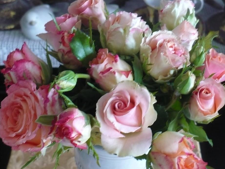 Pozostałe, Letnie klimaty................ - .................i bukiet róż.................