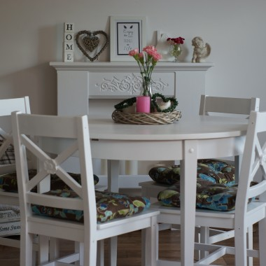 Niepowtarzalny okrągły stół z 4 krzesłami