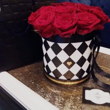 ... troszkę wiosny w kwiatach. Skradły moje serce od pewnego czasu welurowe FLOWER Box. W wolnej chwili wypełniają mój czas. Zapraszam na moją stronę: https://www.facebook.com/FlowerBox.style