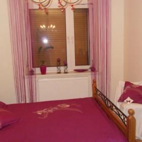 Fiolet w mojej sypialni.