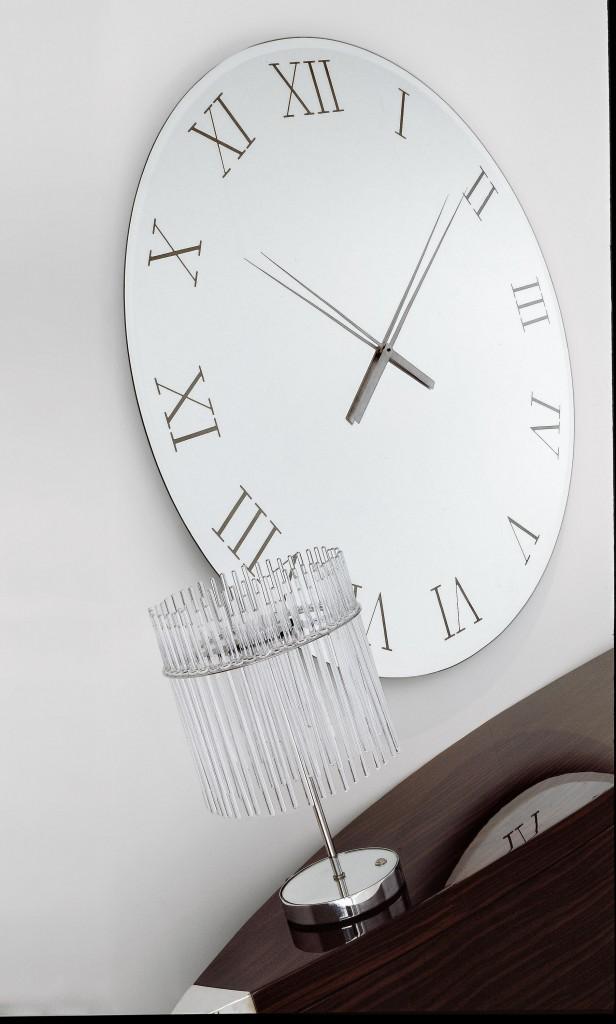 Salon, Zegar z lustra akrylowego