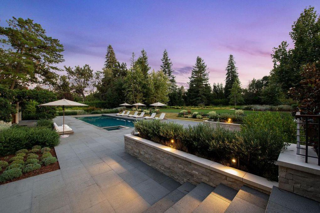 Domy sław, Gigantyczna posiadłość założyciela Microsoft - Ogromna posiadłość znajduje się na kalifornijskim wzgórzu,  w miejscowości Atherton w hrabstwie San Mateo i należy do spadkobierców miliardera Paula Allena.   realtor.com
