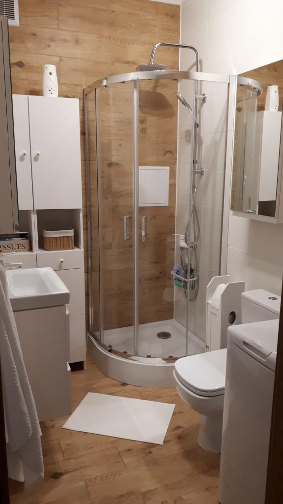 Łazienka, Nowa łazienka,biało-drewniana