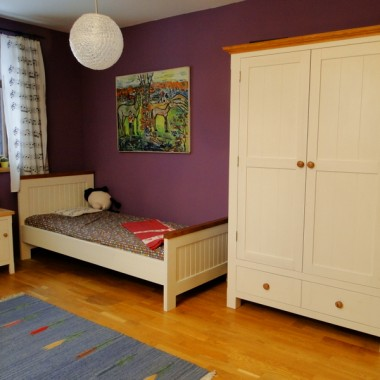 Pokój dla dziewczynki ( białe meble drewniane)