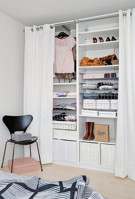 Garderoba, Garderoba -tymczasowa - zdj. ze strony Dom z pomysłem - podobny efekt chcę uzyskać na ścianie z regałem dużym