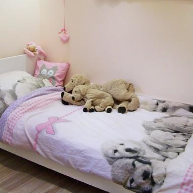 Powoli urządzamy wymarzony dom&#x3B;)))Na Dzień Dziecka nasza córeczka otrzymała od nas swój wymarzony pokój:))) Mieszka tu ogromna miłośniczka psów-szczeniaczków, ale w pokoju gości też mądra sówka,ponieważ od września Oliwka jest już uczennicą 4 klasy&#x3B;)))