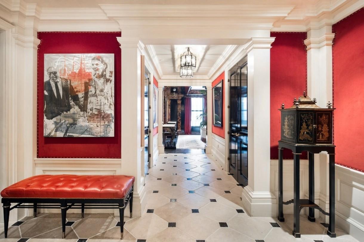 Domy sław, Tommy Hilfiger sprzedał swój ekstrawagancki apartament - Każdy pokój urządzony został w innym stylu.  I tak np. pokój dziecięcy przypomina statek, jadalnię podświetlono neonem oraz poprzez złote ściany, w innej jadalni znajduje się zaś kopulasty sufit.   Źródło: IMP FEATURES/East News