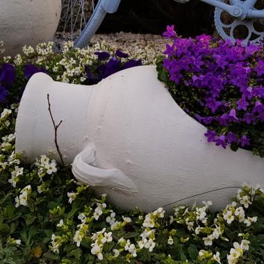 Amfora w ogrodzie