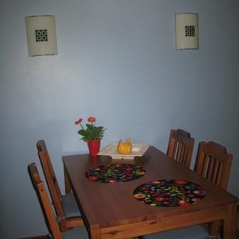 Pozdrawiajac wszystkich Deccorowiczów, zapraszam do mojej zwyczajnej, małej kuchni, ostatnio ozdobionej ręcznie robionymi firankami...