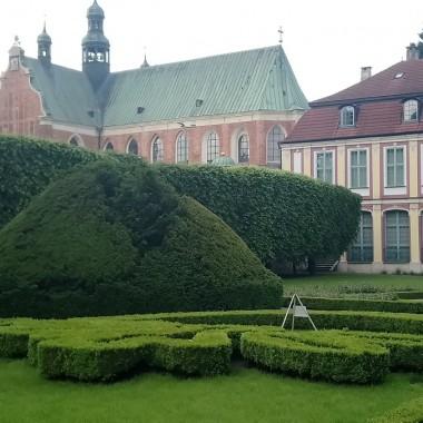 .............i Pałac Opatów........... i Katedra............