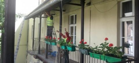 Montaż siatki na balkonie – podstawowe informacje