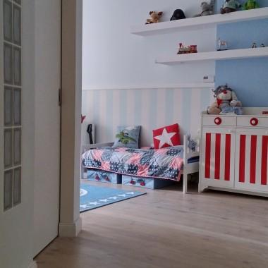 Błękit z czerwienią - pokój chłopca