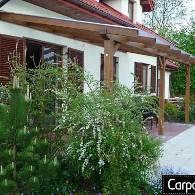 zadaszenie nad tarasem z poliwęglanu zadaszenie tarasu z drewna pergola drewniana