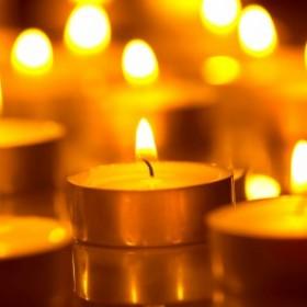 Sposoby, by świece i znicze płonęły dłużej. Jak samodzielnie zrobić świeczki?