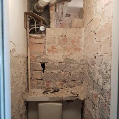 Remont, jak to remont zawsze cierpi na niedoczas &#x3B;)Co tu dużo mówić - u mnie o jakieś 2-3 miesiące.Toaleta jeszcze nie skończona, w pokojach sufity zrobione. To właśnie z nimi był największy problem i największe wyzwanie. Nie chciałam iść na łatwiznę :)
