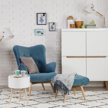 Polacy pokochali meble tapicerowane na nóżkach, które nadają aranżacji w salonie lekkości. W salonach Agata można znaleźć szeroki wybór tkanin, dopasowując w ten sposób fotel czy sofę do kolorystyki całego pomieszczenia.