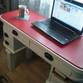 Biurko które było kiedyś toaletką
