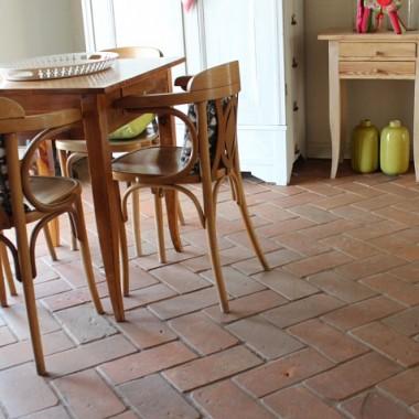 Płytki z cegły i terakoty na podłogi i ściany