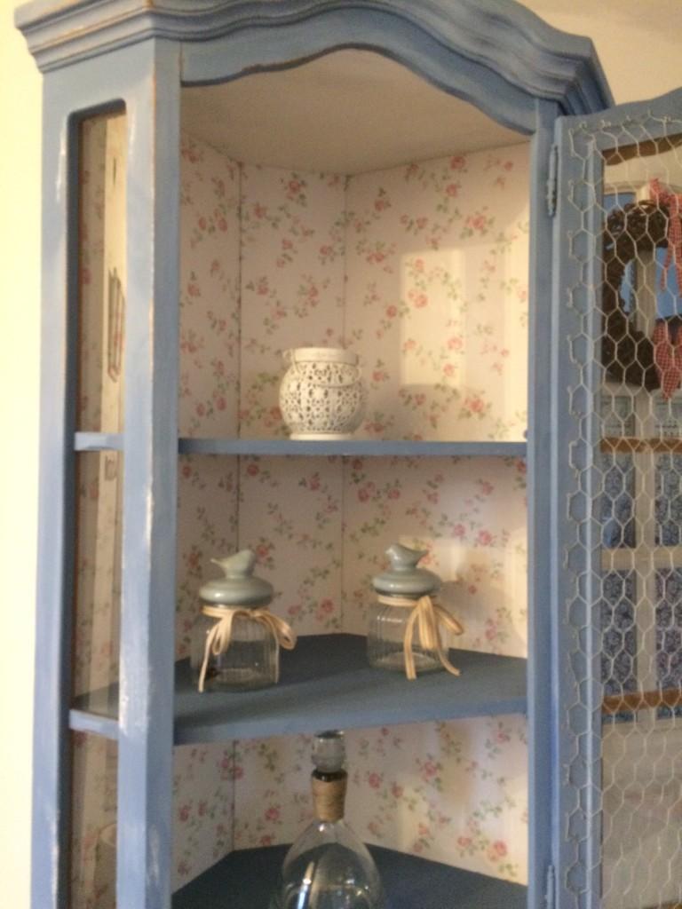 Salon, nowy mebelek - w środku użyłam angielskiej zmywalnej tapety