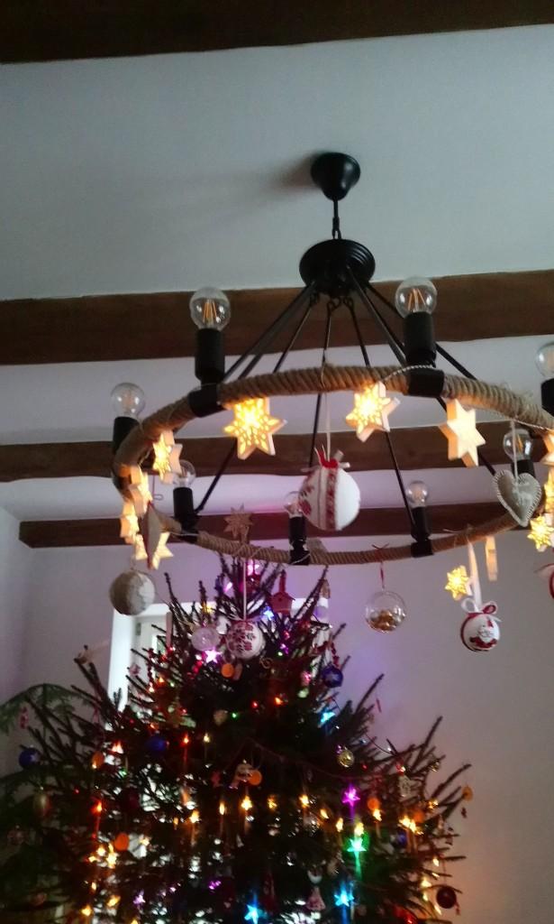 Dekoracje, Świątecznie i noworocznie............... - .............i żyrandol  i choinka w domu mojej córki...........
