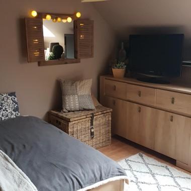 """Podobno Sypialnia to jedno z najbardziej ulubionych miejsc w kazdym domu...naszym również....a najpiekniejsza ozdoba kazdego miejsca w naszym domu to """" To odbicie w lustrze """" ...Chwilo trwaj..."""
