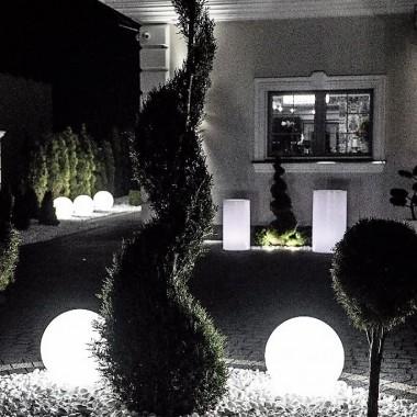 Świecące kule ogrodowe