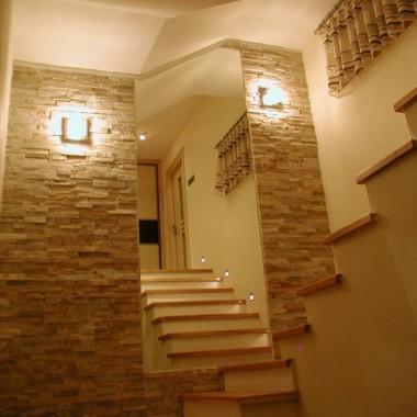 Widok z dołu schodów