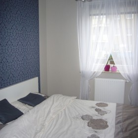 skromna sypialnia